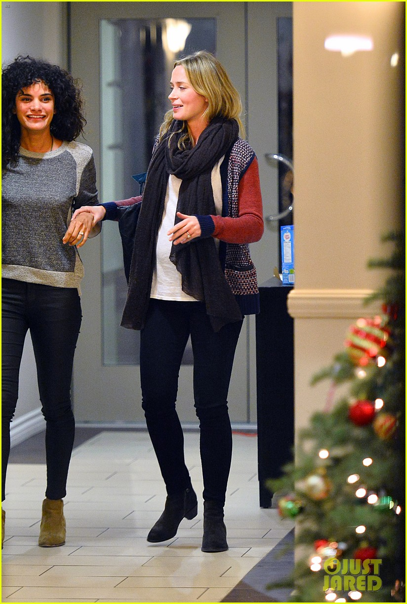 emily blunt cant stop laughing at friends christmas party 053015131