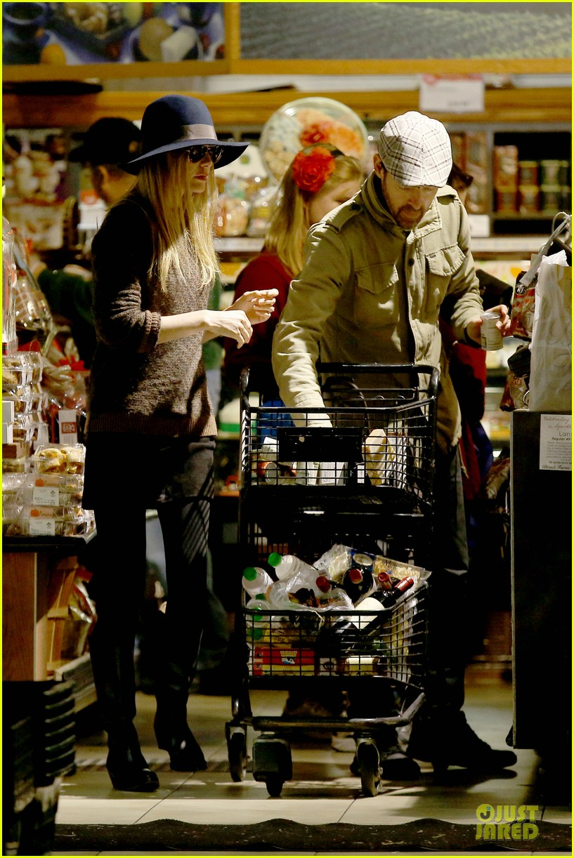 kate bosworth michael polish grocery run before holidays 213015885