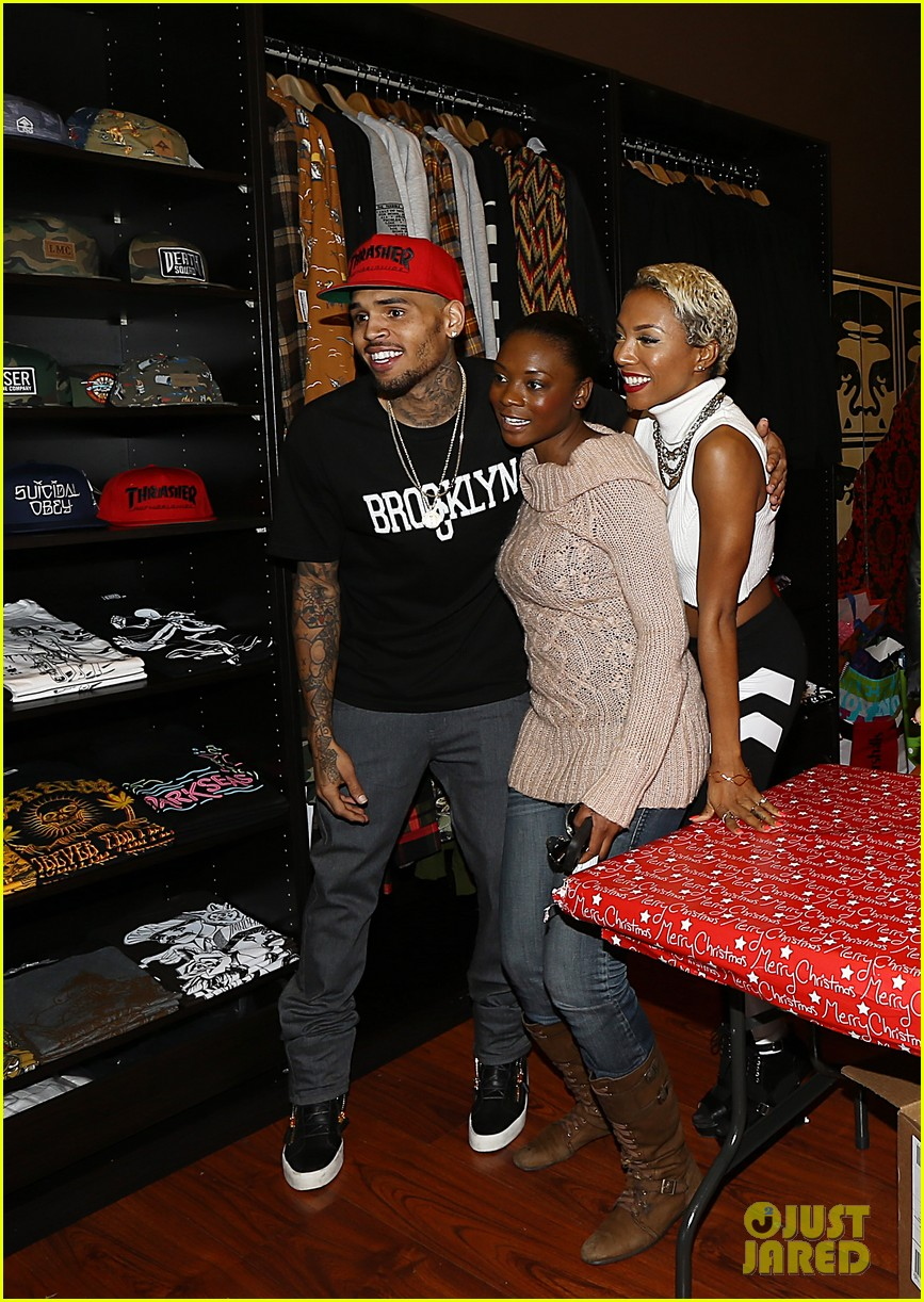chris brown brooklyn projects christmas toy drive 023016512
