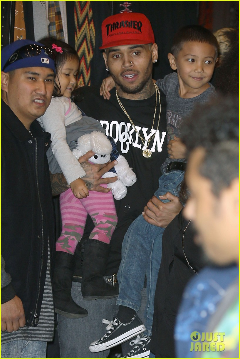chris brown brooklyn projects christmas toy drive 093016519
