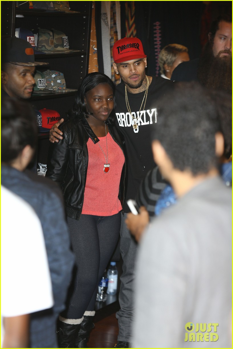 chris brown brooklyn projects christmas toy drive 123016522