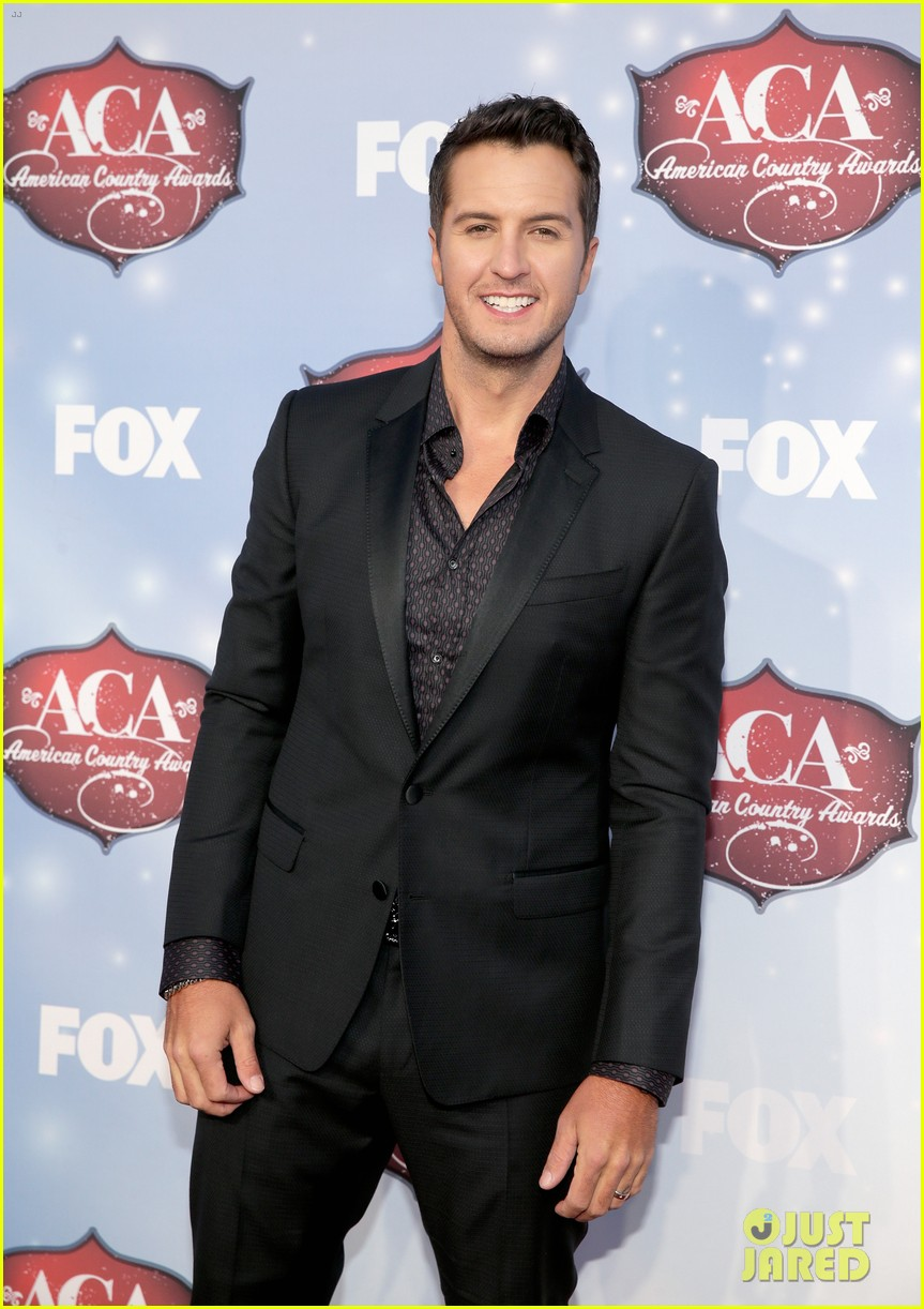 luke bryan wins male artist of the year at acas 2013 033009280