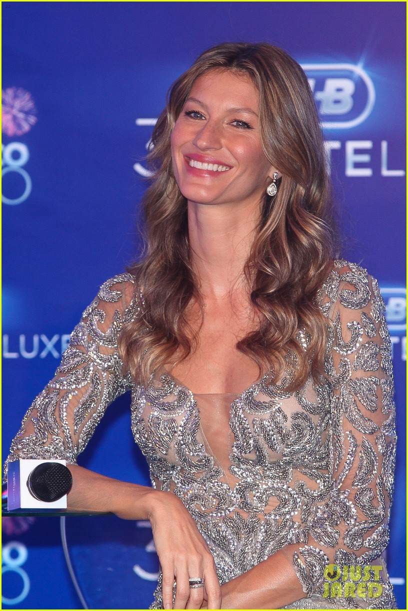 gisele bundchen shares breastfeeding pic before oral b event 043009138