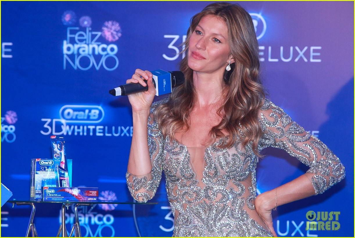 gisele bundchen shares breastfeeding pic before oral b event 103009144