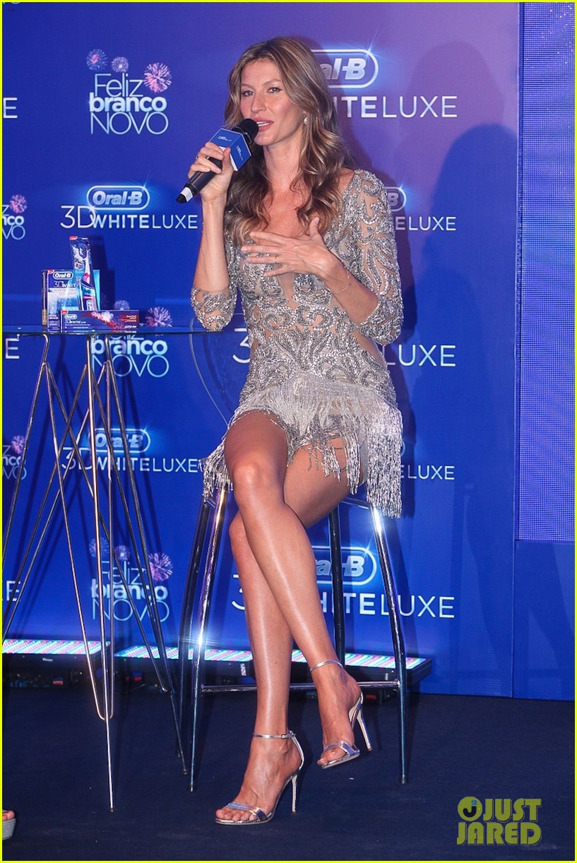 gisele bundchen shares breastfeeding pic before oral b event 143009148