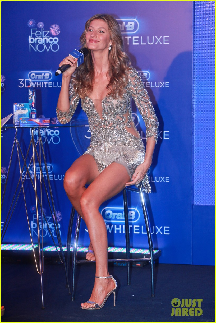 gisele bundchen shares breastfeeding pic before oral b event 24