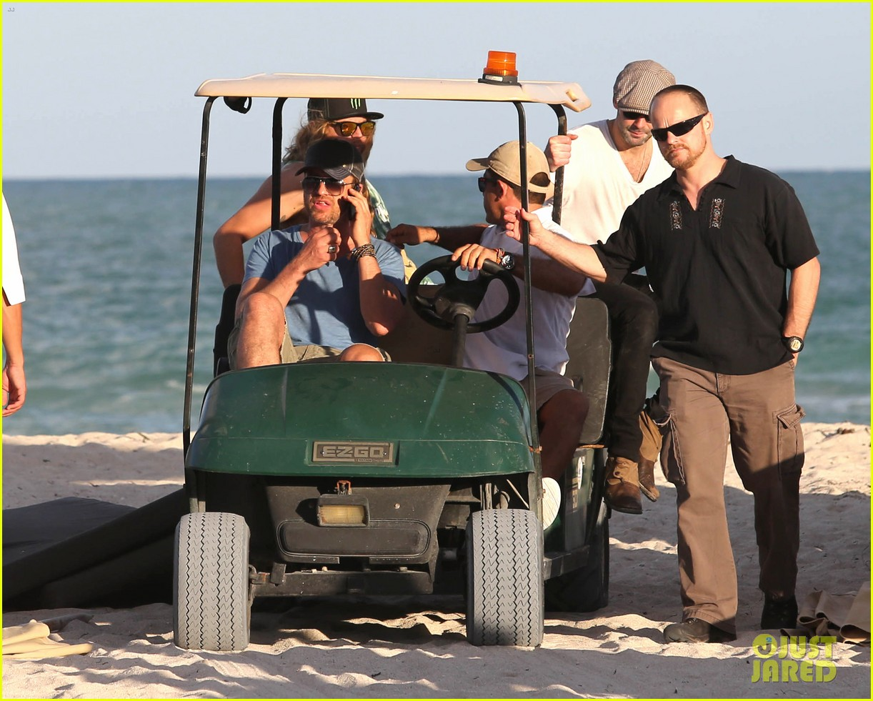 gerard butler kicks back takes photos during golf cart ride 153006671