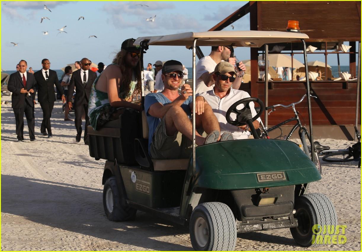 gerard butler kicks back takes photos during golf cart ride 173006673