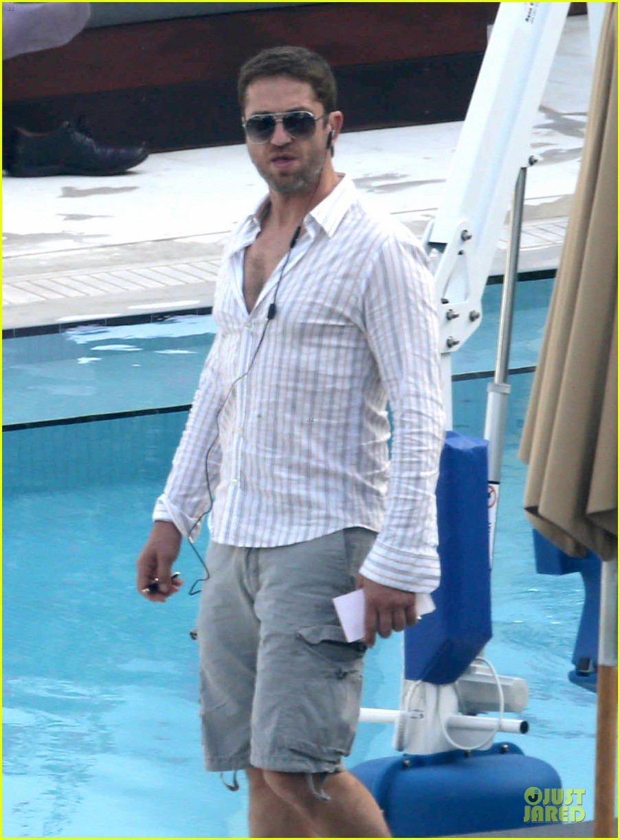 gerard butler relaxes at miami hotel pool with friends 07