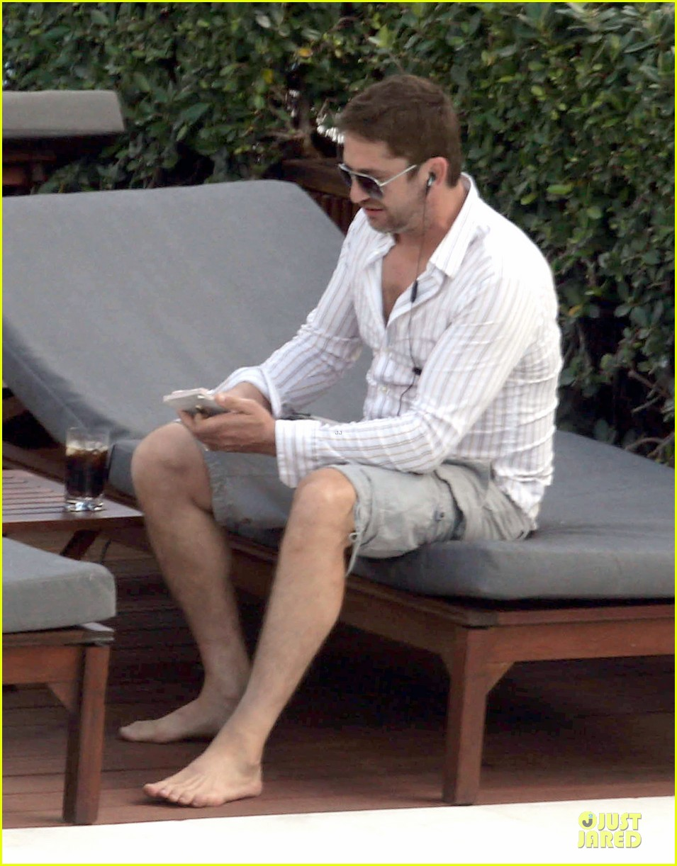 gerard butler relaxes at miami hotel pool with friends 113004334