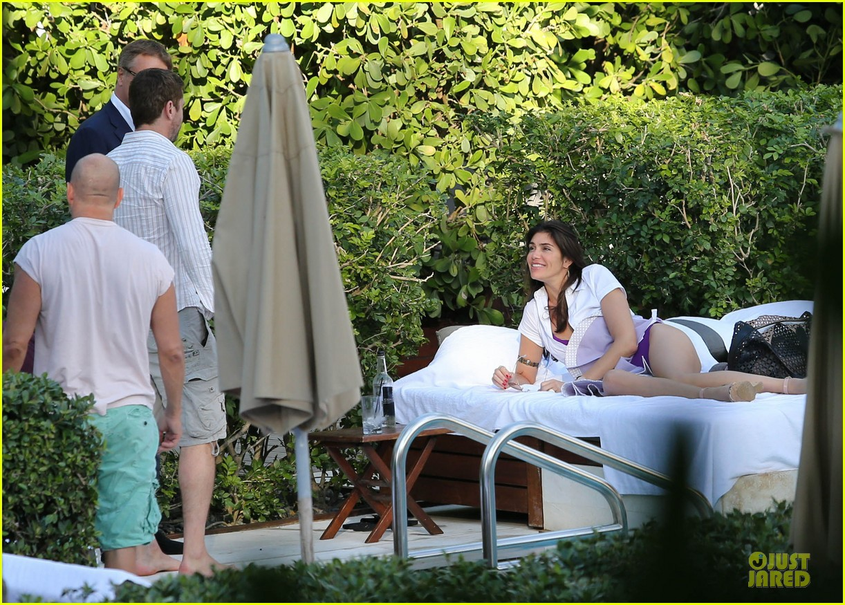 gerard butler relaxes at miami hotel pool with friends 163004339