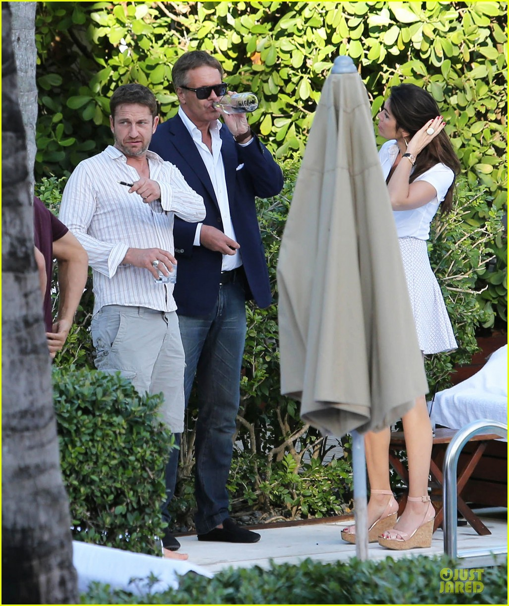 gerard butler relaxes at miami hotel pool with friends 173004340