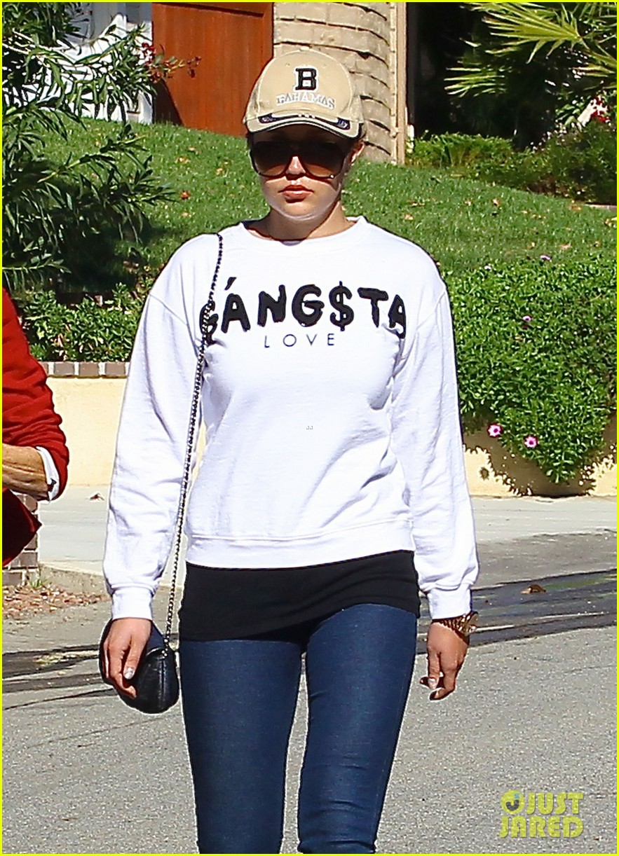 amanda bynes steps out with parents after rehab 173005714