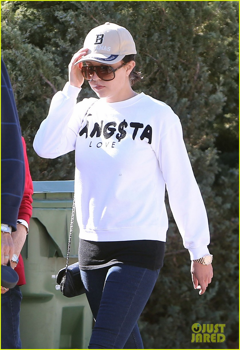 amanda bynes steps out with parents after rehab 233005720
