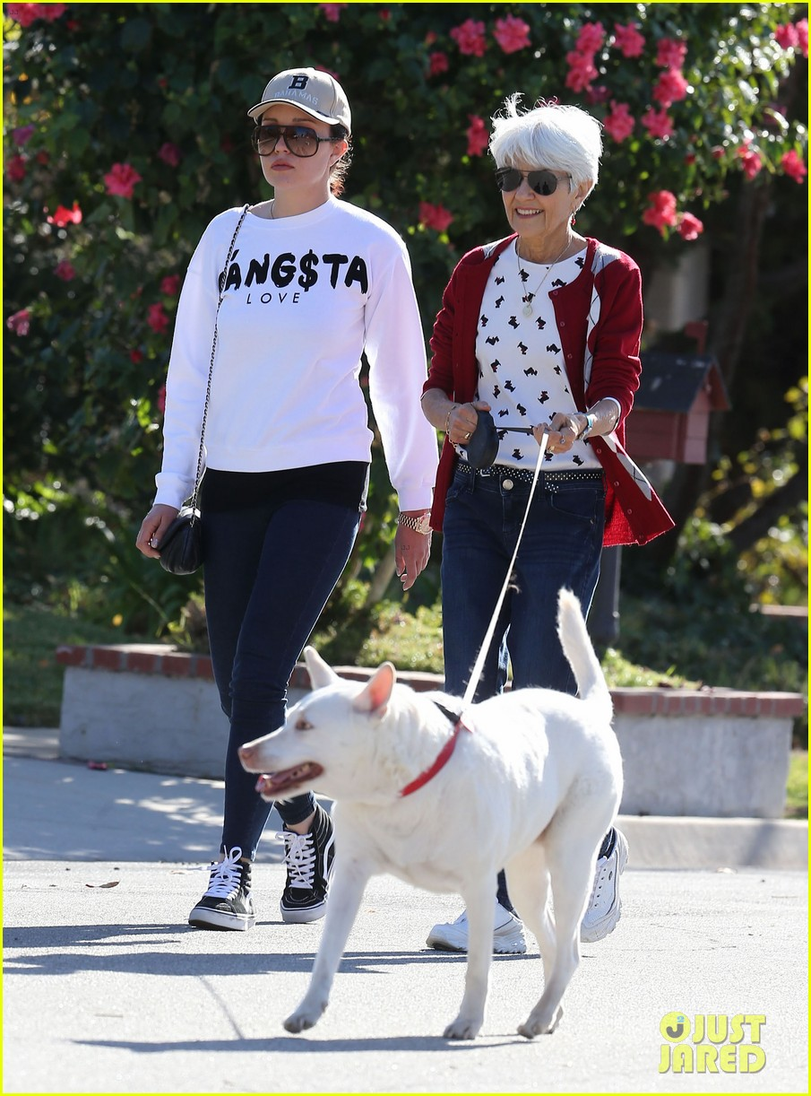 amanda bynes steps out with parents after rehab 283005725
