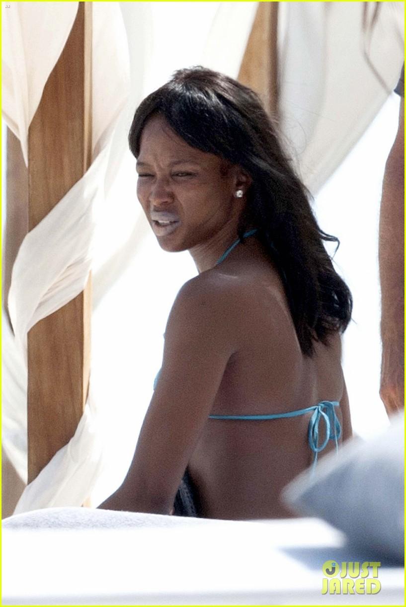 naomi campbell rocks a blue bikini at the beach in kenya 123019312