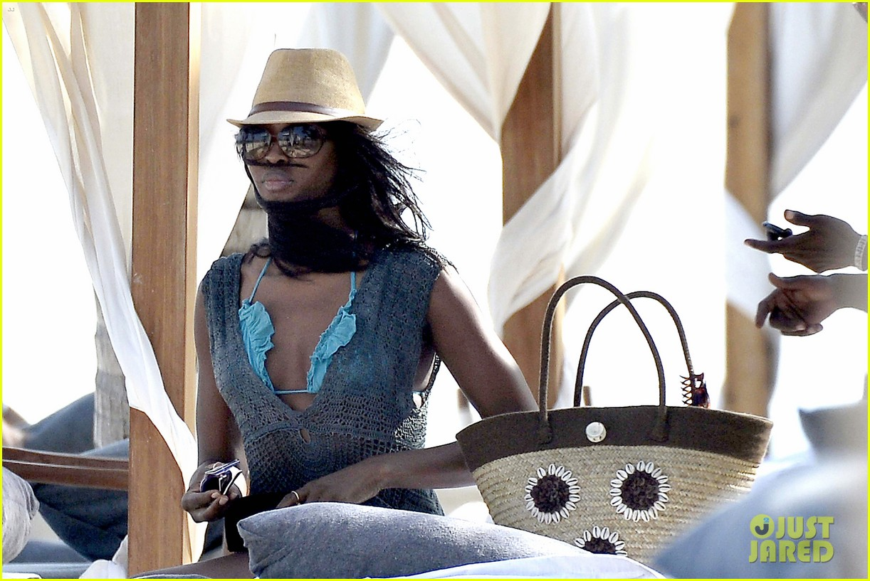 naomi campbell rocks a blue bikini at the beach in kenya 18