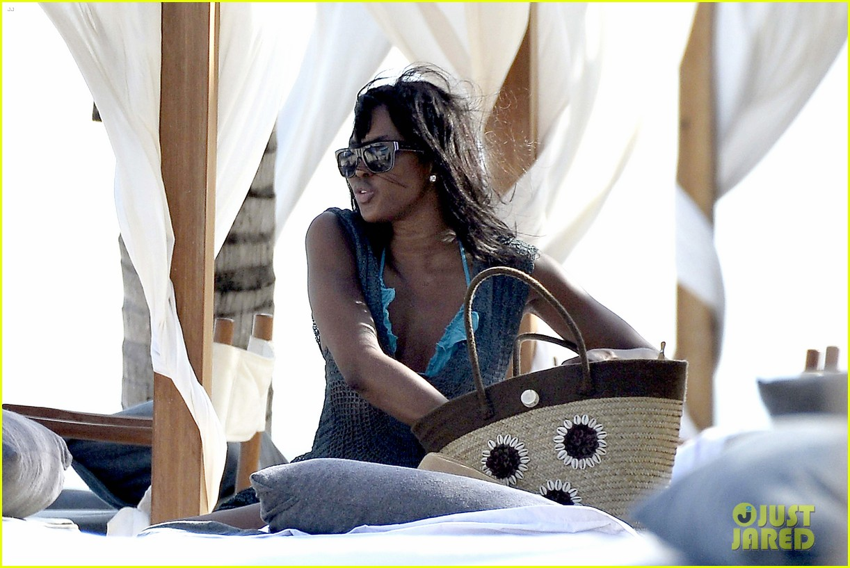 naomi campbell rocks a blue bikini at the beach in kenya 19