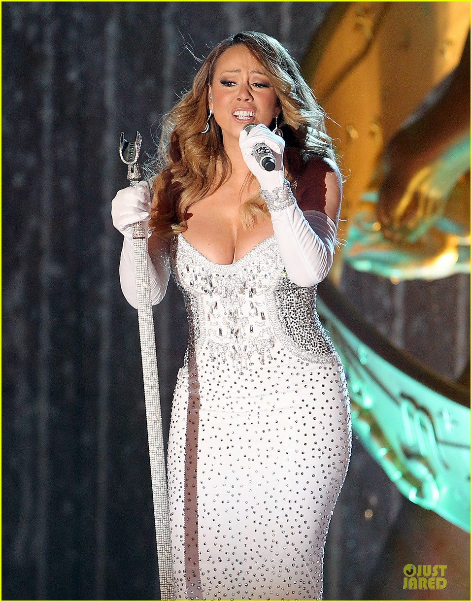 mariah carey rockfeller center christmas tree lighting 2013 performer 023004625