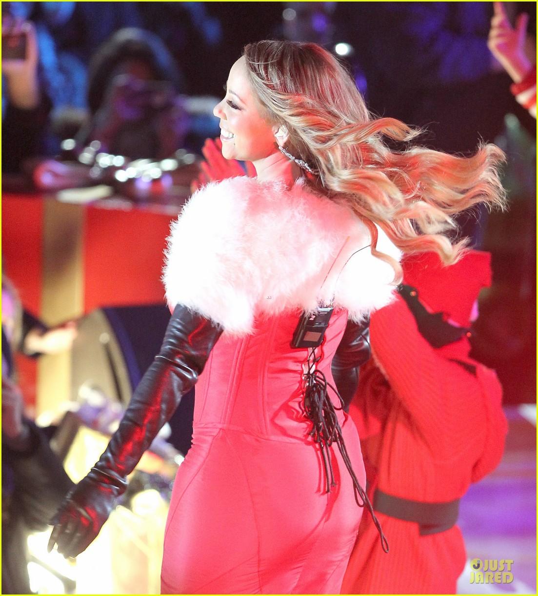 mariah carey rockfeller center christmas tree lighting 2013 performer 093004632