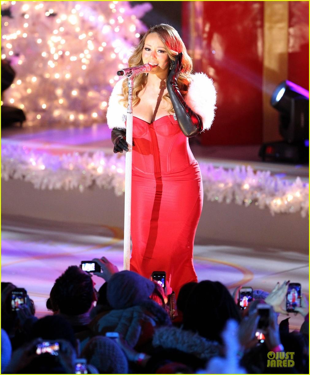 mariah carey rockfeller center christmas tree lighting 2013 performer 143004637
