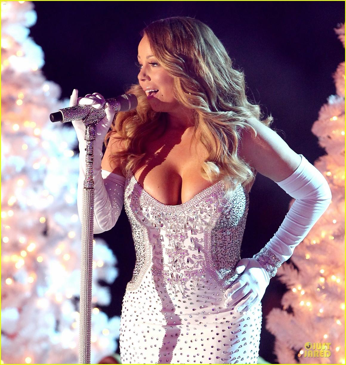 mariah carey rockfeller center christmas tree lighting 2013 performer 273004650