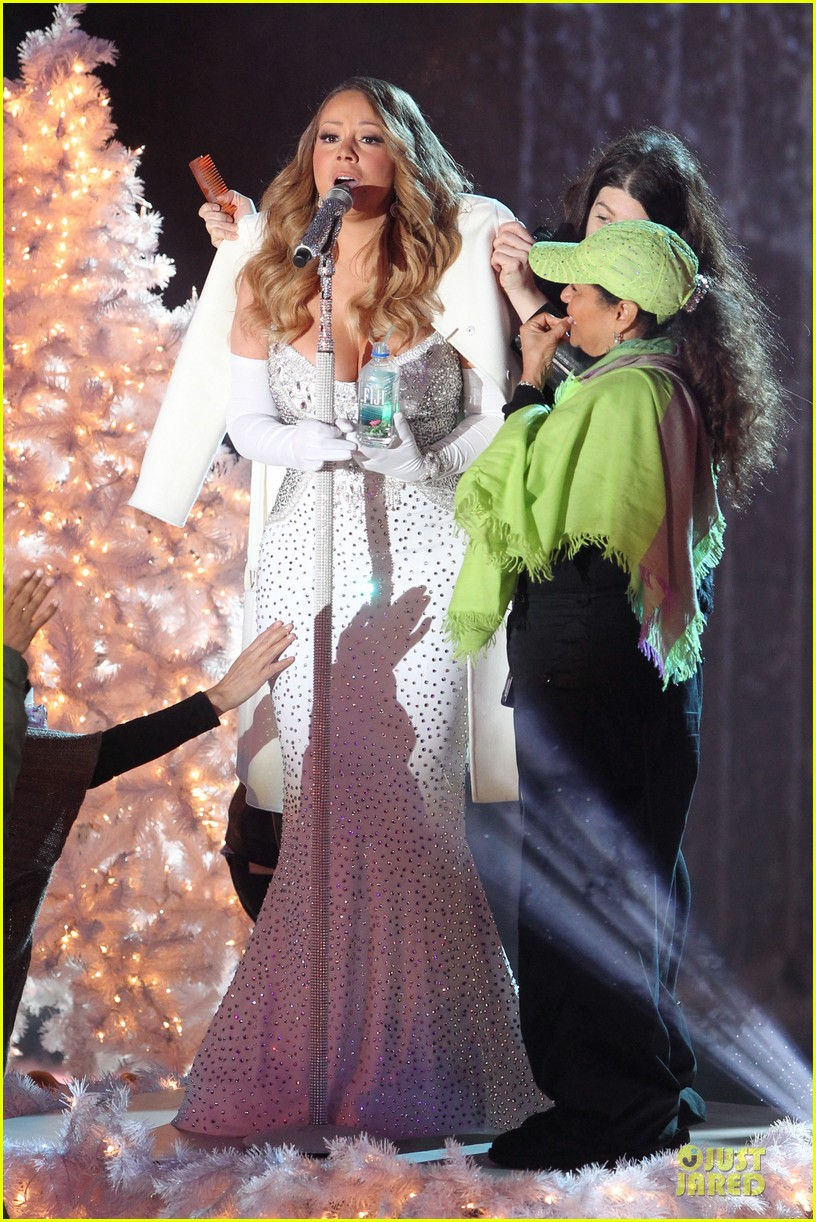 mariah carey rockfeller center christmas tree lighting 2013 performer 313004654