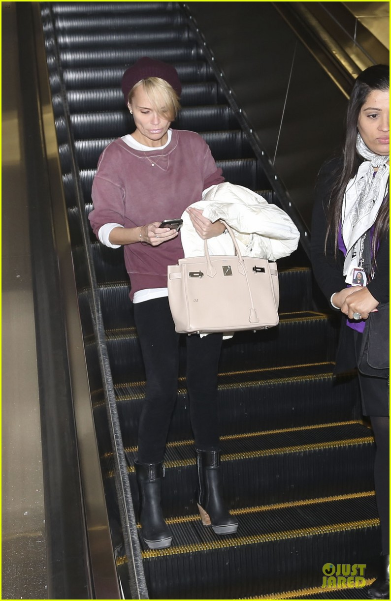 kristin chenoweth lax airport pick up from dana brunetti 06