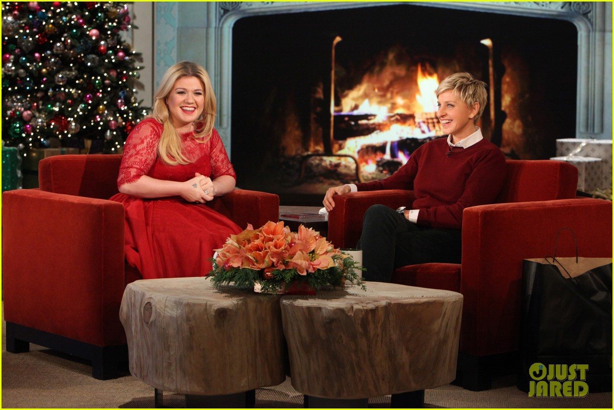 kelly clarkson on pregnancy i vomit a good dozen times a day 013006010