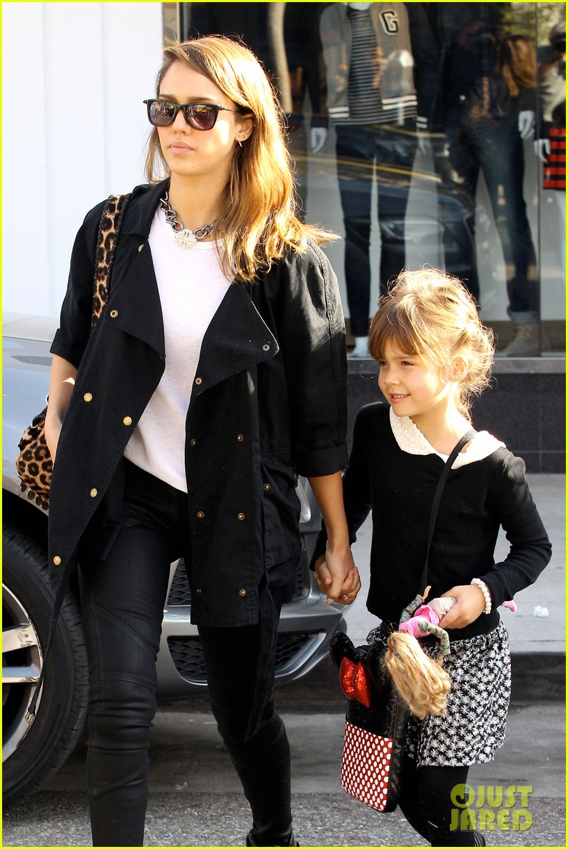 kelly clarkson thanks jessica alba for honest baby gifts 043016468