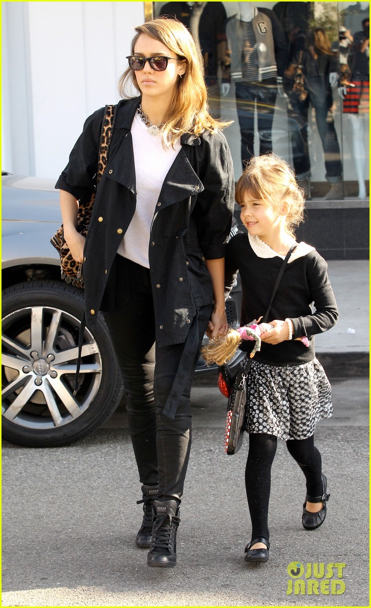 kelly clarkson thanks jessica alba for honest baby gifts 073016471