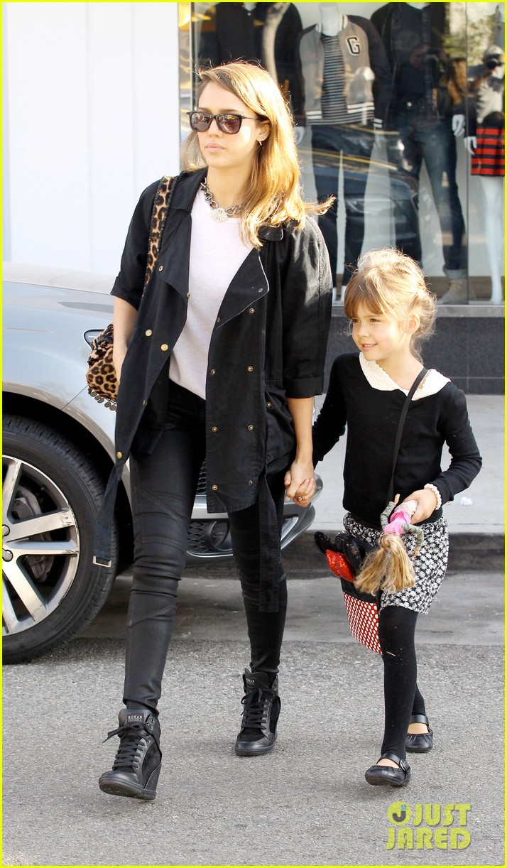 kelly clarkson thanks jessica alba for honest baby gifts 083016472