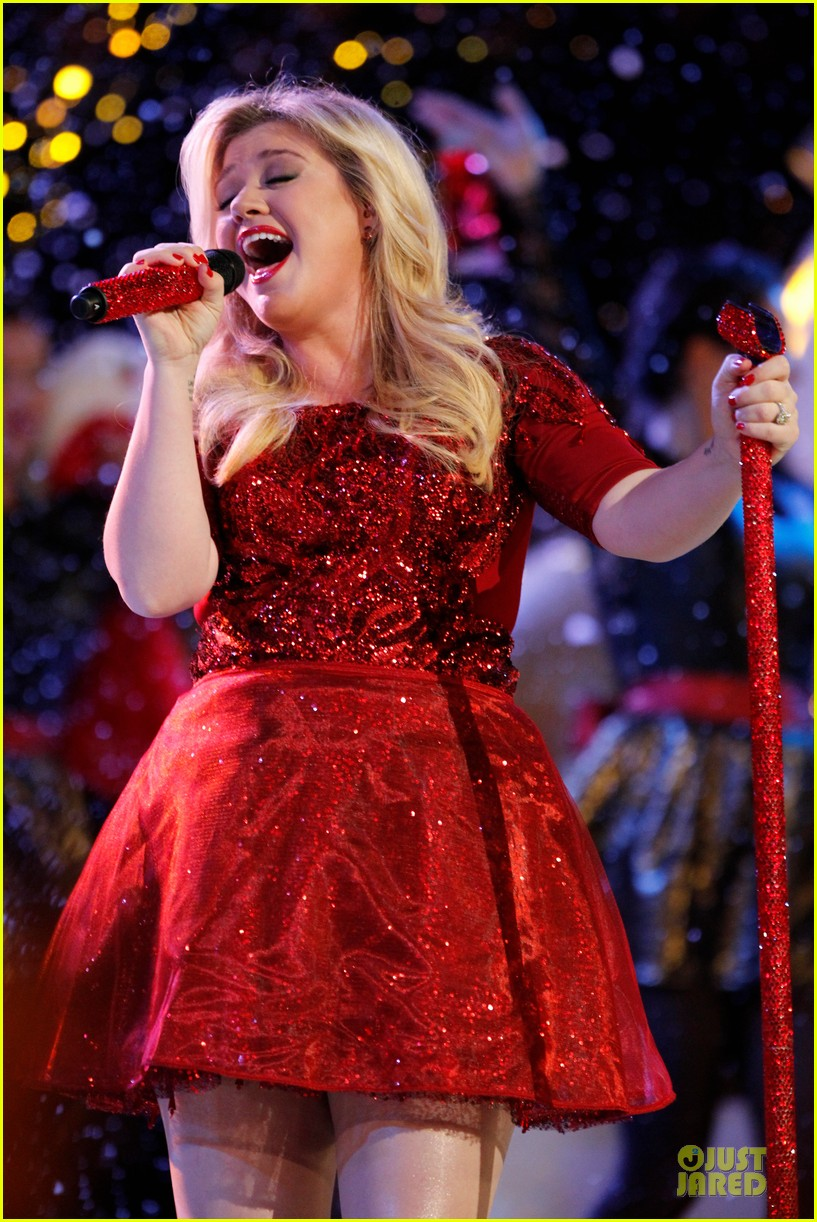 Kelly Clarkson: \'Underneath the Tree\' Performance on \'The Voice ...