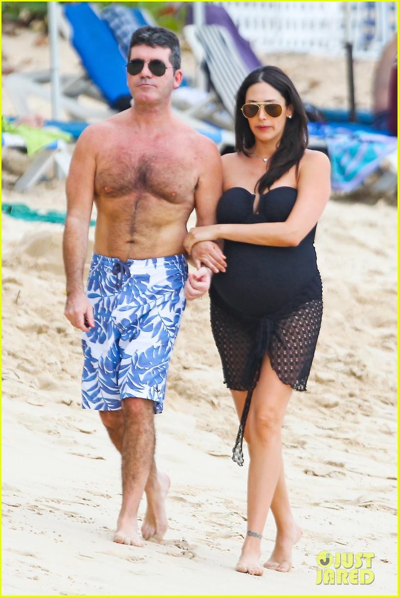 simon cowell shirtless beach stroll with pregnant girlfriend lauren silverman 013017987