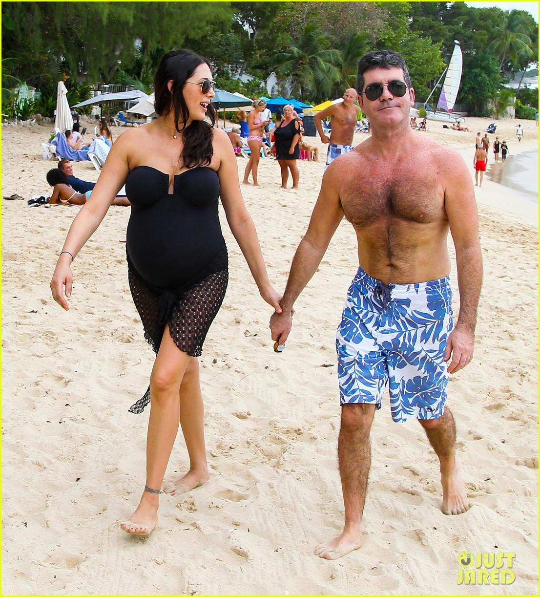 simon cowell shirtless beach stroll with pregnant girlfriend lauren silverman 023017988