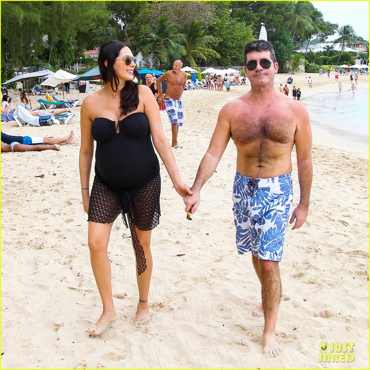 simon cowell shirtless beach stroll with pregnant girlfriend lauren silverman 033017989