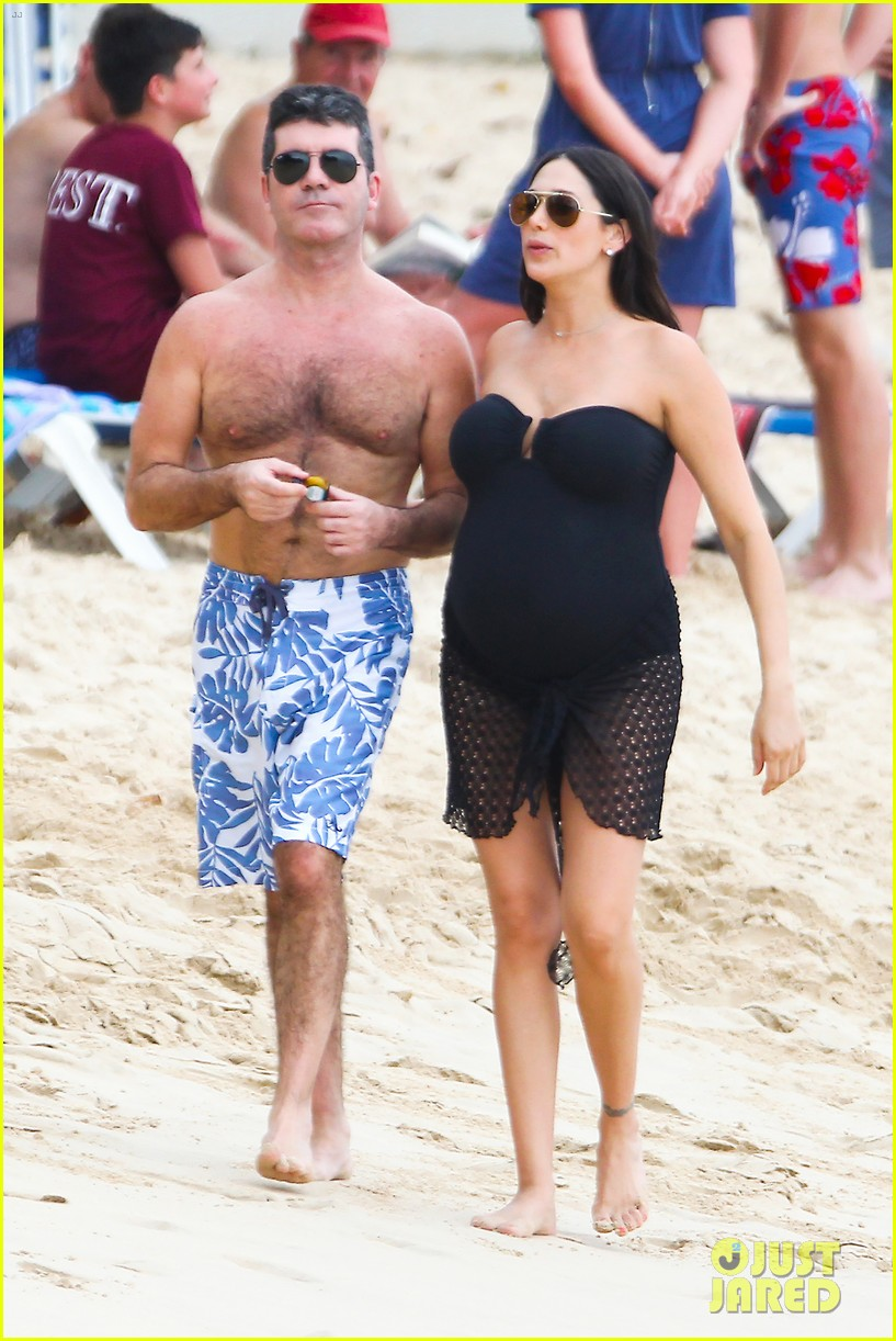 simon cowell shirtless beach stroll with pregnant girlfriend lauren silverman 07