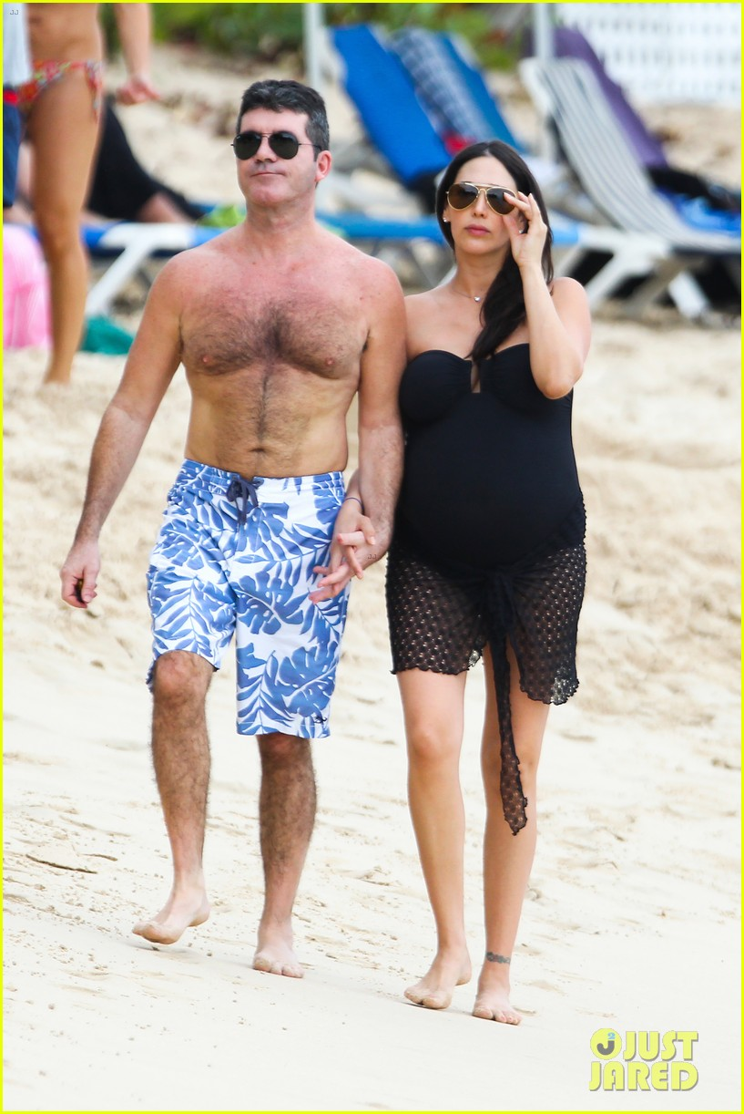 simon cowell shirtless beach stroll with pregnant girlfriend lauren silverman 103017996