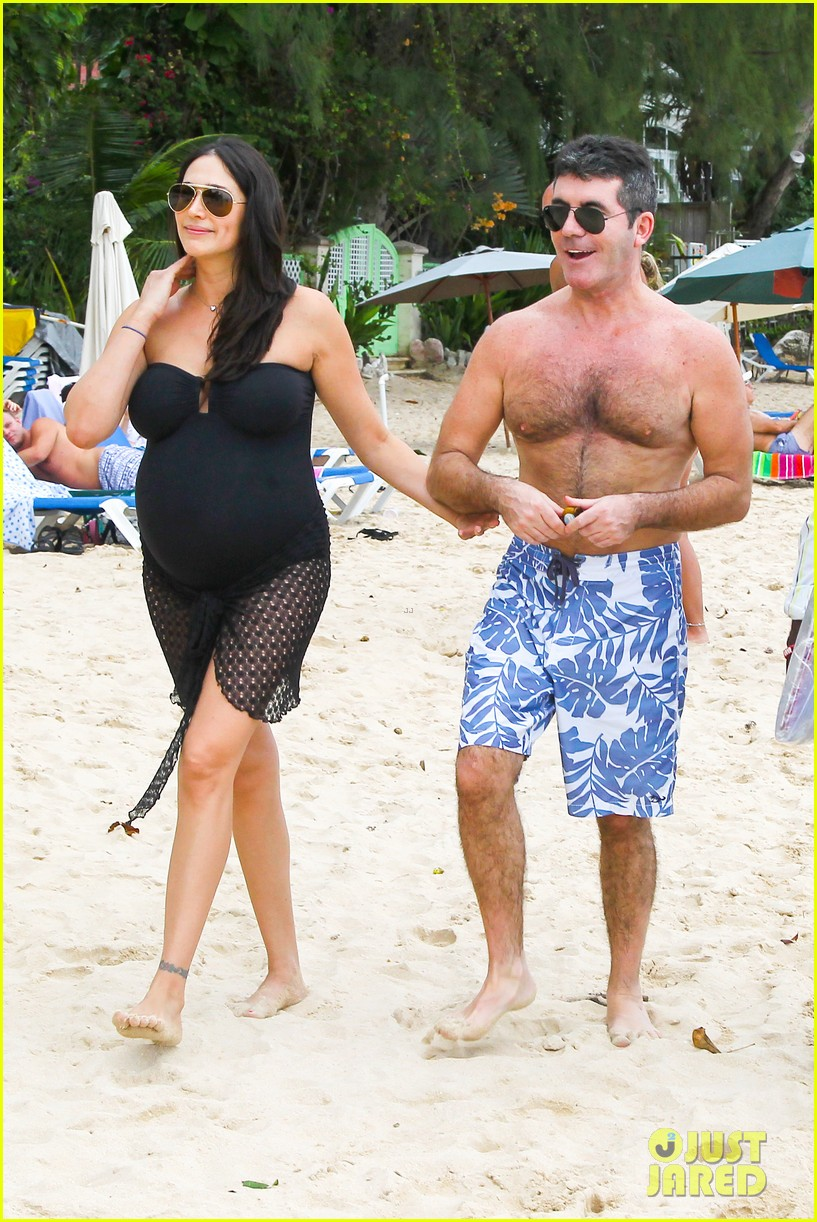 simon cowell shirtless beach stroll with pregnant girlfriend lauren silverman 113017997