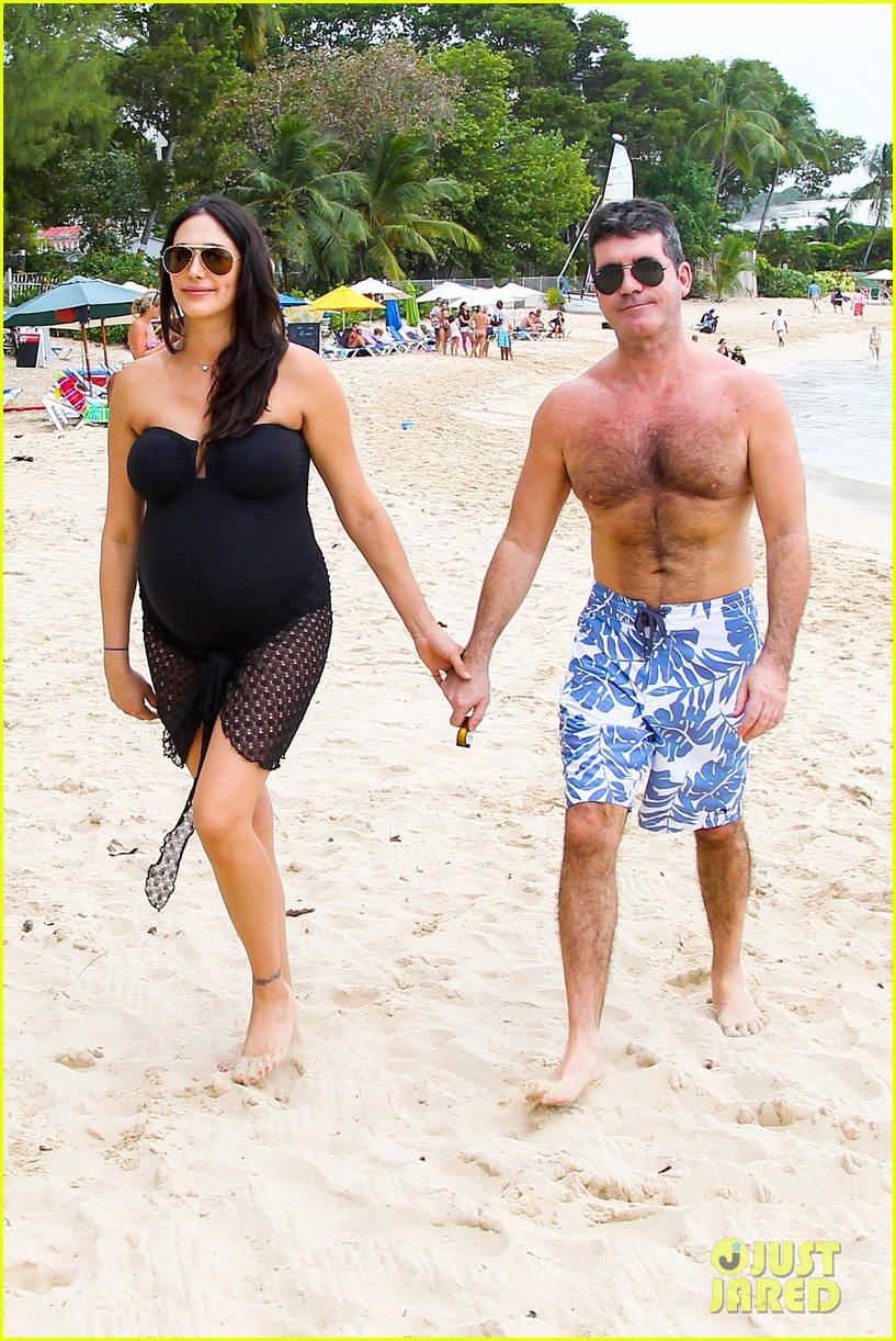 simon cowell shirtless beach stroll with pregnant girlfriend lauren silverman 153018001