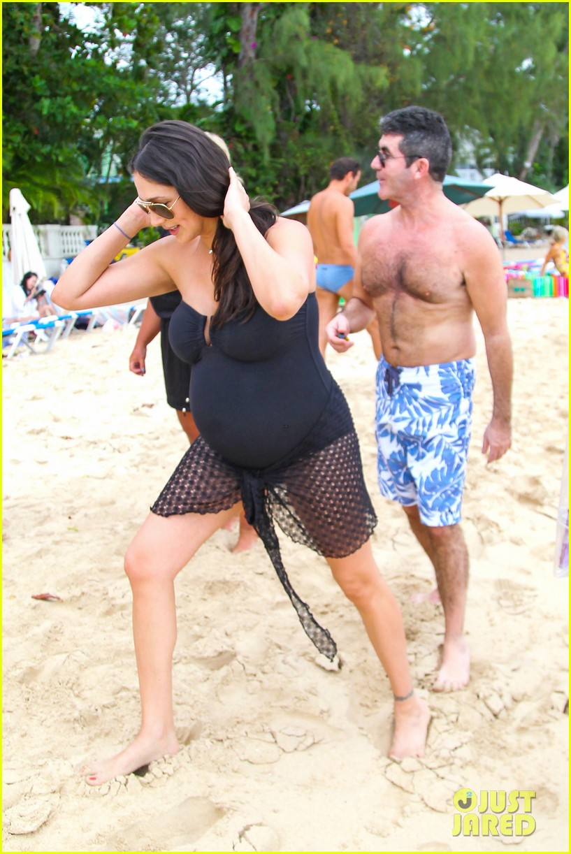 simon cowell shirtless beach stroll with pregnant girlfriend lauren silverman 163018002