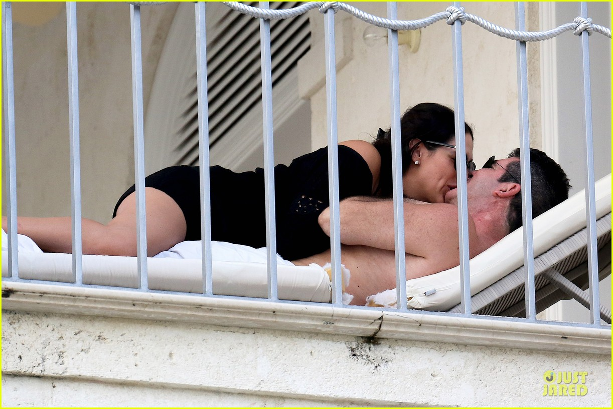 simon cowell lauren silverman kissing cuddling pair 01