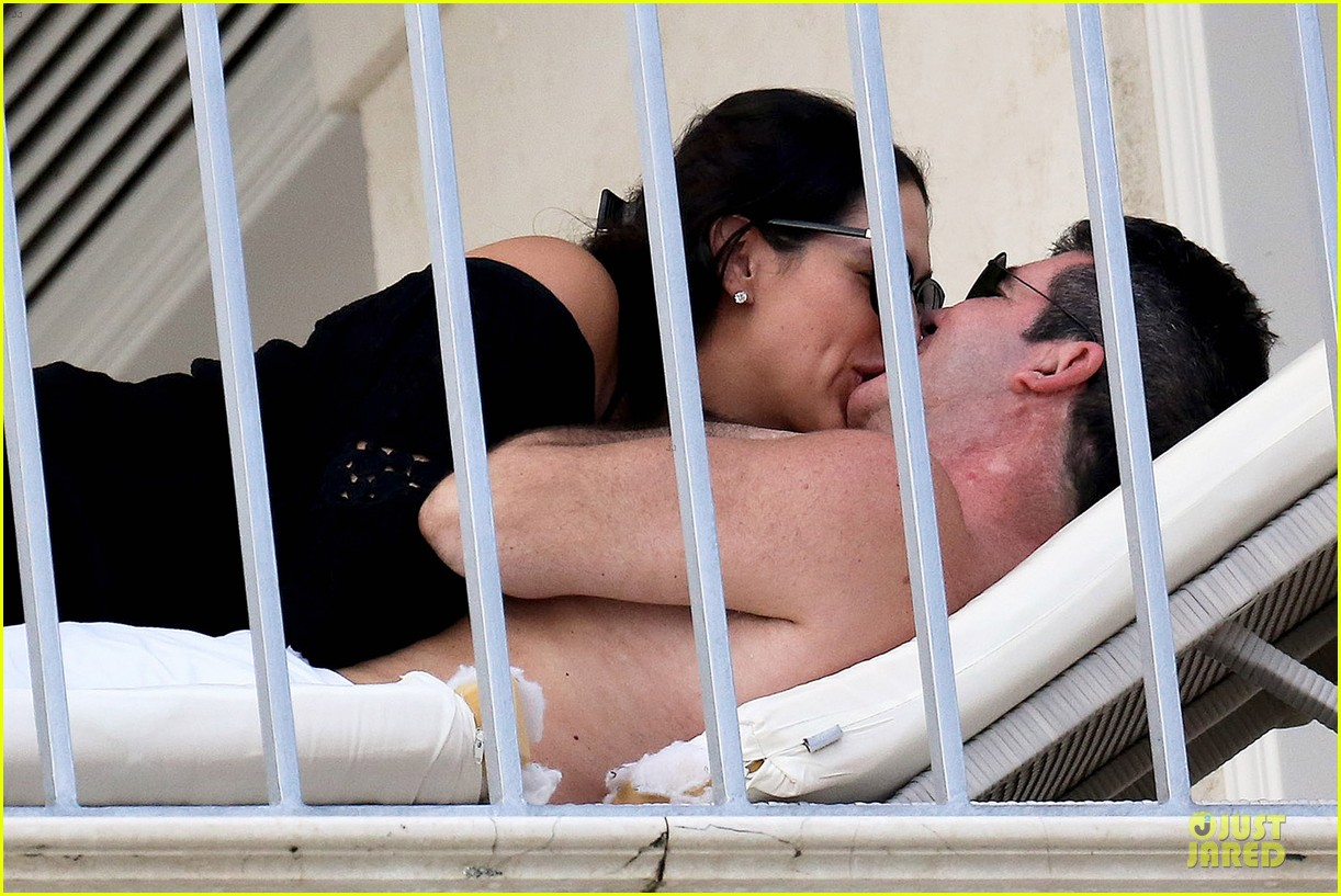 simon cowell lauren silverman kissing cuddling pair 043020071