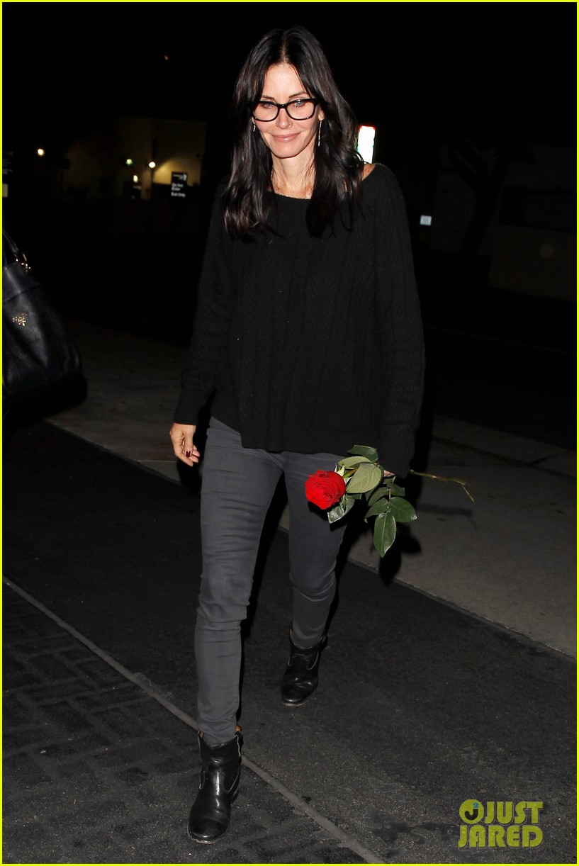 courteney cox busy philipps cougar town returns next month 133014898