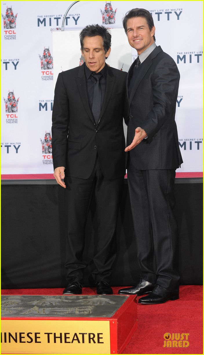 tom cruise honors ben stiller at hand footprint ceremony 253004407