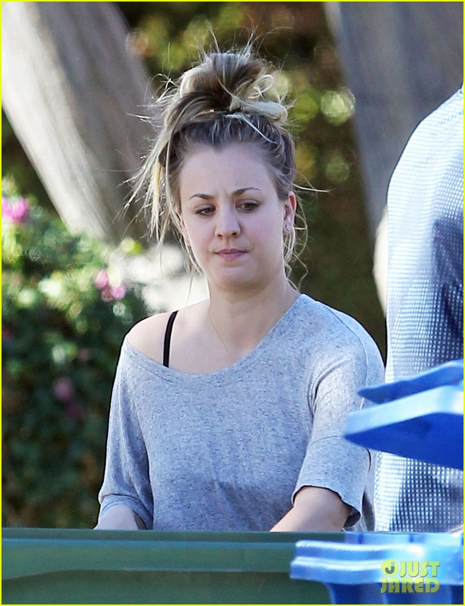 kaley cuoco ryan sweeting celebrate first christmas together 053017978