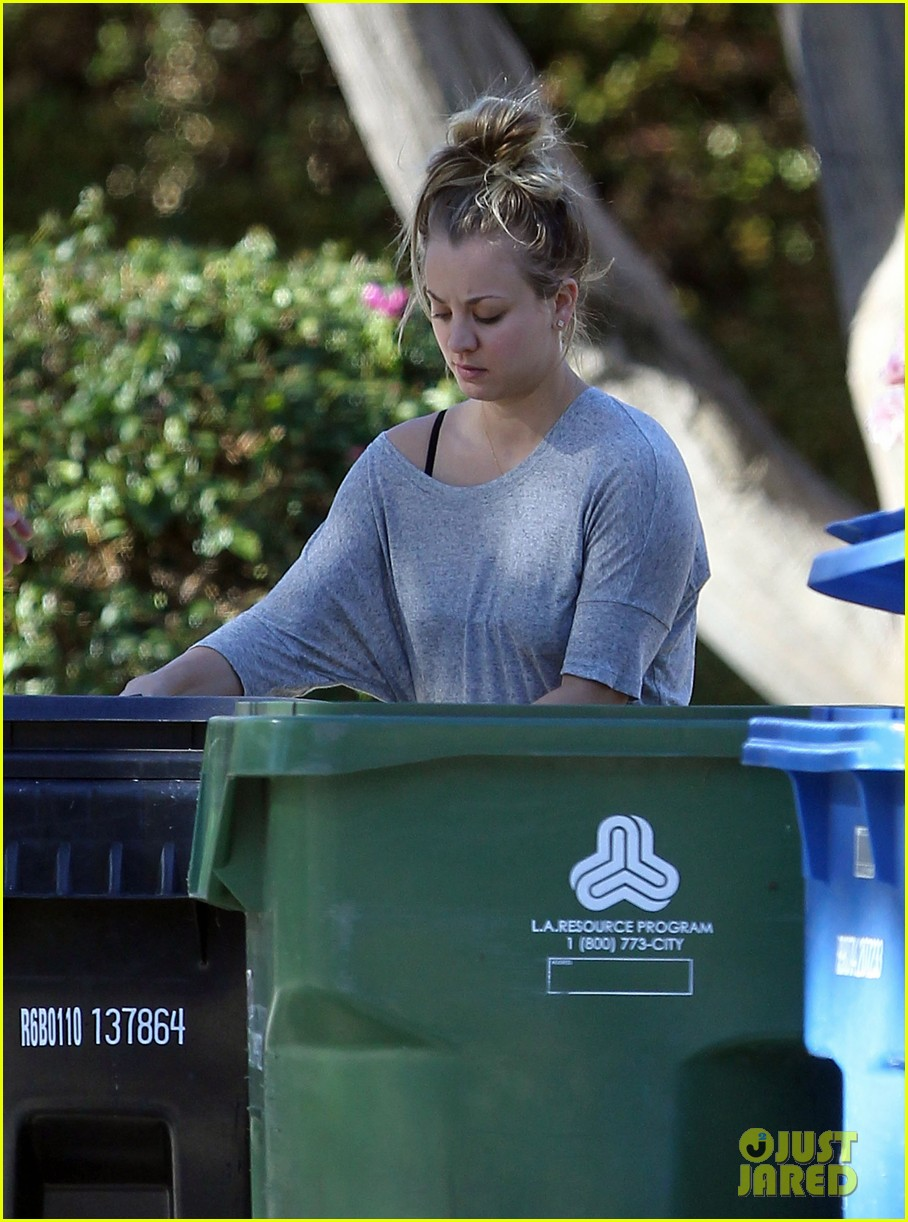 kaley cuoco ryan sweeting celebrate first christmas together 113017984