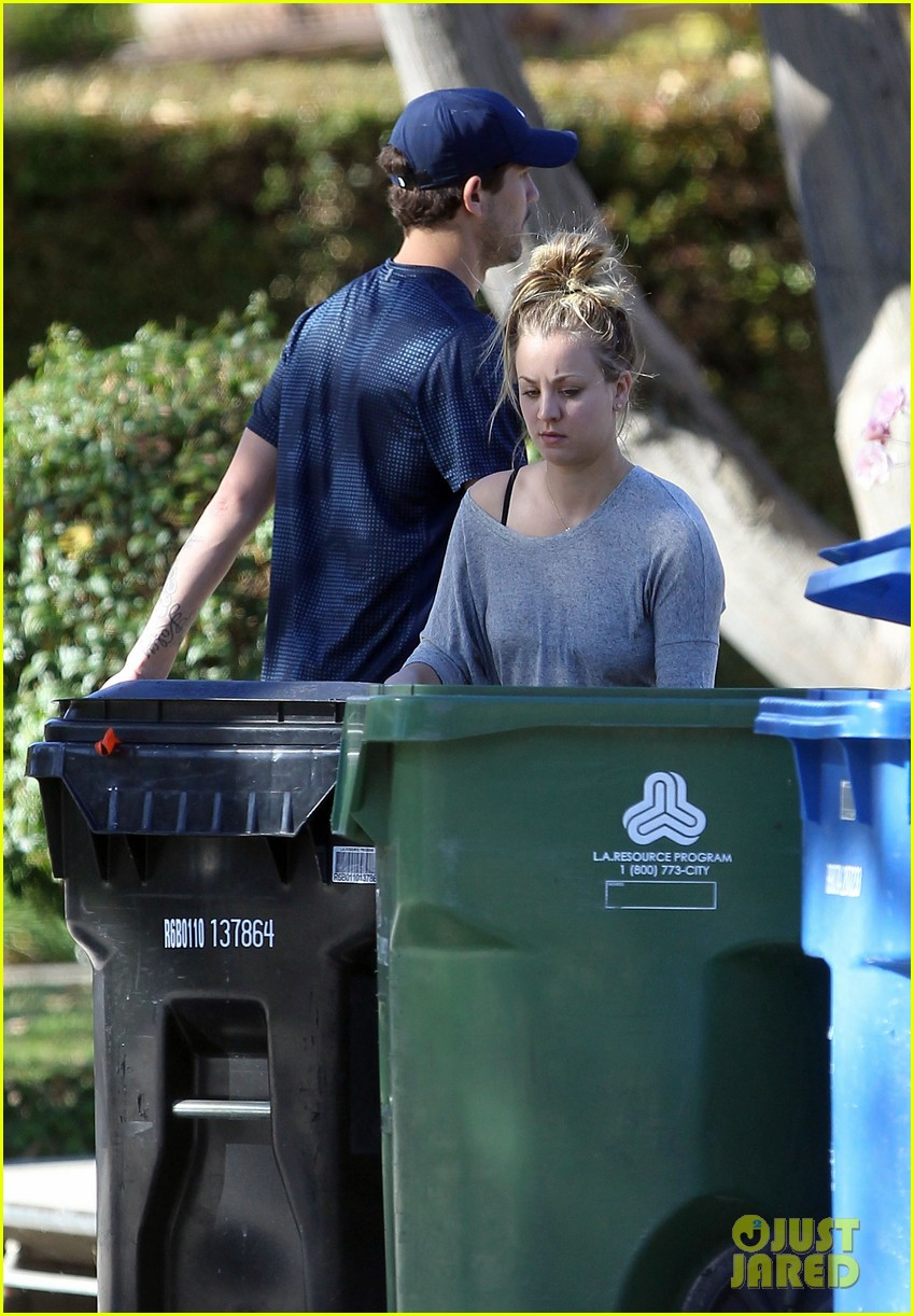 kaley cuoco ryan sweeting celebrate first christmas together 12