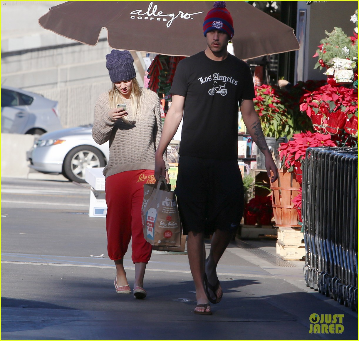 kaley cuoco ryan sweeting whole foods twosome 033012830