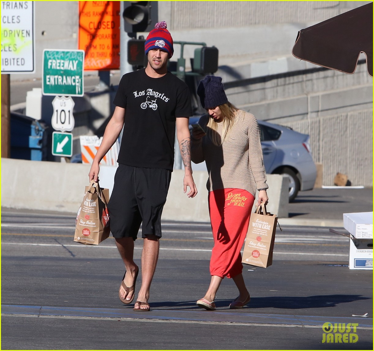kaley cuoco ryan sweeting whole foods twosome 04